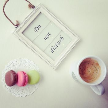 Do not disturb sign, cup of coffee and macaroons - image #329077 gratis