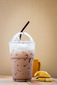 Iced coffee in plastic glass - image gratuit #330427