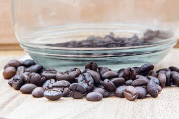 Cup with coffee beans - image gratuit #330437