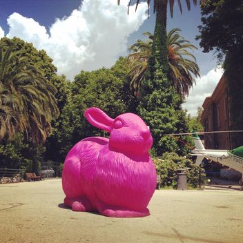 Sculpture of pink rabbit - image gratuit #331197