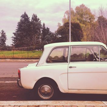 Old white little car - бесплатный image #331987