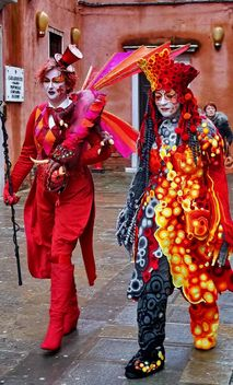 people in masks on carnival - image gratuit #333637