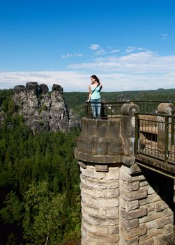 Girl on observation deck of castle - image gratuit #334207