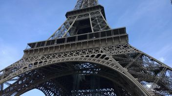 Close up of Eiffel Tower - бесплатный image #334237