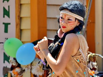 Dancer in a costume of Indian of America - Free image #334687