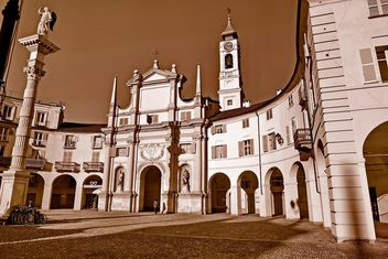 Architecture of italian church - image #334717 gratis