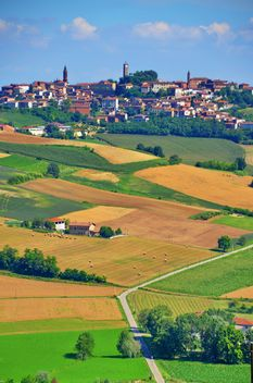 View on Monferrato village in Piemonte - image gratuit #334777
