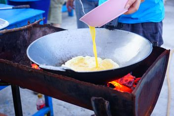 Fried eggs for open air cooking - image gratuit #335207