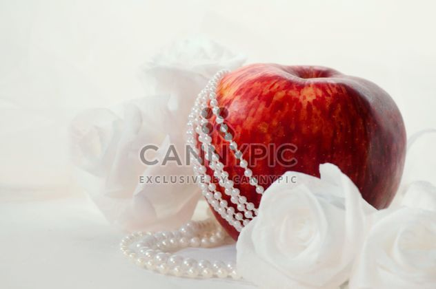 Apples, white roses and beads - Free image #337827