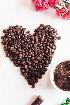 Coffee beans and cup of coffee - image gratuit #337897
