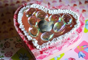White cream on jelly cake in a form of a heart - бесплатный image #342067