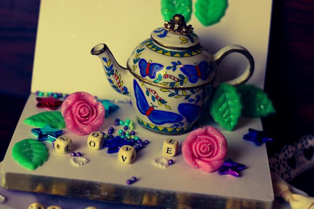 diary, watering can decorated with flowers and ribbons - бесплатный image #342117