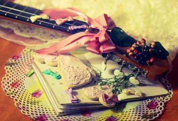 Vanilla still life with pearls and glitter - image gratuit #342197