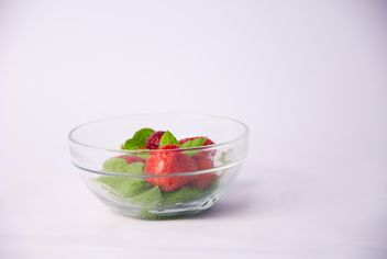 Fresh strawberry with mint and cinnamon on white background - image gratuit #342507