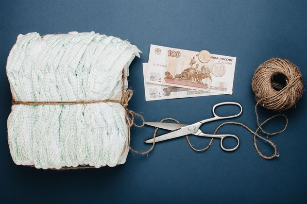 Diapers, skein of thread, scissors and money on blue background. Diapers for 3 dollars, Cheboksary, Russia - Kostenloses image #342557