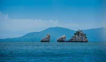 Three cliffs near Nangyuan lsland in thailand - бесплатный image #344067