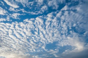Cloudy blue sky - Kostenloses image #344137