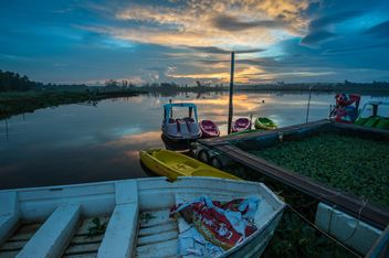 Boats in a bay at sunset - image gratuit #344187