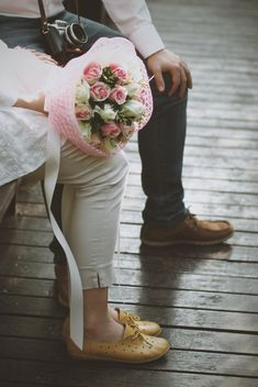 Cute couple with wedding bouquet - бесплатный image #345017