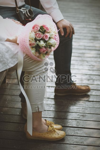 Cute couple with wedding bouquet - image gratuit #345017
