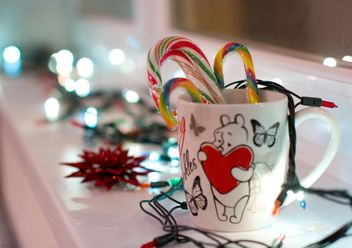 Christmas candies in cup and garlands - бесплатный image #346897