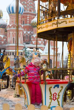 Child riding on carousel on Red Square, Moscow, Russia - бесплатный image #346987