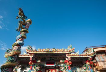 Thai temple under clear blue sky - бесплатный image #347207