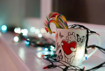 Christmas candies in cup and garlands - image #347907 gratis