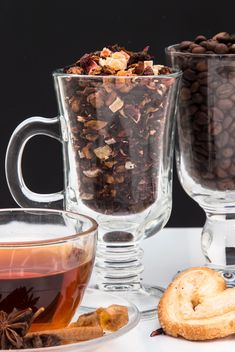 Tea and coffee beans in cups - image gratuit #350317