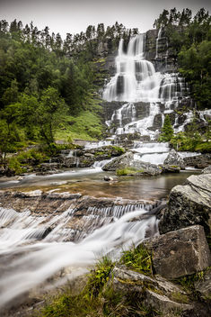 Tvindefossen Waterfall - Skulestadmo, Norway - Landscape photography - бесплатный image #351077