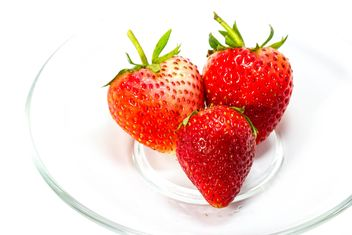 Three ripe strawberries - image gratuit #428777