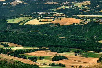 An Umbria's slice: Greens, yellows and blue - image gratuit #446497
