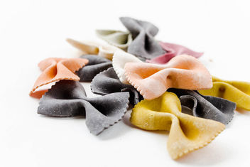 Colorful raw italian pasta - image #449067 gratis