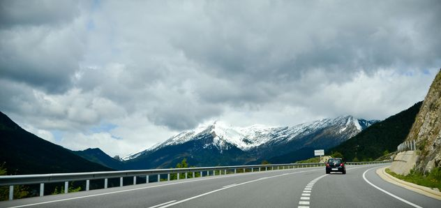 Car on road in mountains - image #449597 gratis