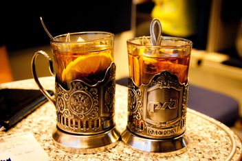 Two glasses of tea with lemon - image #452267 gratis