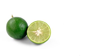 lime on white background - image gratuit #452607