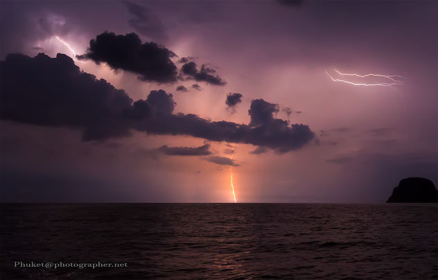 thunderstorm and lightning in the open sea - image #453647 gratis