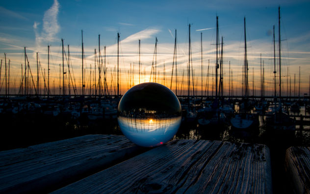 Sunset thru the glass ball - image gratuit #455667