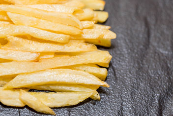 French-fries-on-black-background.jpg - image gratuit #458277