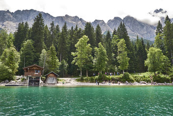 Emerald coloured waters of Lake Eibsee - image gratuit #458367