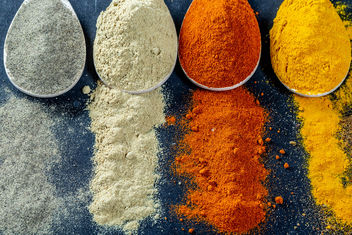 Powder-multi-colored-spices-scattered-and-in-wooden-spoons.jpg - бесплатный image #459467