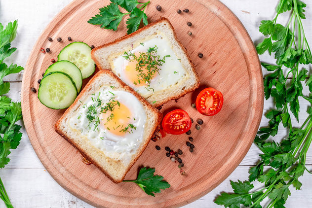 Fried eggs in toast bread with spices, vegetables and herbs - image #460767 gratis