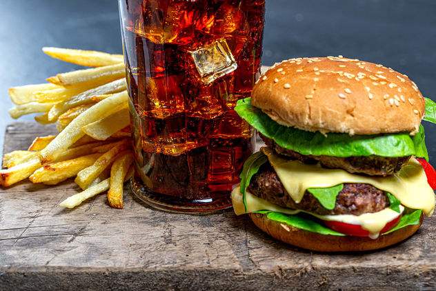 Glass of Cola with ice, French fries and Burger close-up - image #464057 gratis